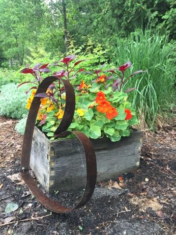 planter box w heart